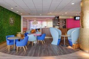 Bar- und Lounge-Bereich im Ibis Styles Frankfurt Offenbach; Bild: GLAM photo+design/Accor
