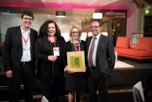 v.l.: Martin Gräber (hotelbau), Katja Leveringhaus undAlexandra Eberle, Carl O. Stinglwagner. Bild: Walter Glück