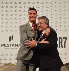 Cristiano Ronaldo (links) und Dionísio Pestana (rechts). Bild: Pestana/PRCO-Germany