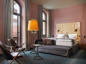 So sieht die XL Stube im 25hours Hotel Altes Hafenamt aus. Bild: S. Lemke/25hours Hotels