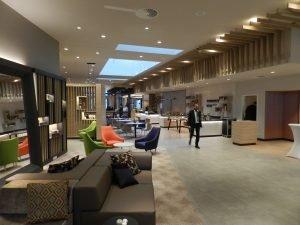 Die Open-Lobby im neuen Holiday Inn Frankfurt Airport. Bild: Gateway Gardens