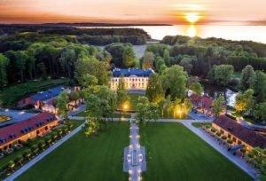 Das Gelände des Weissenhaus Grand Village Resort & Spa am Meer.