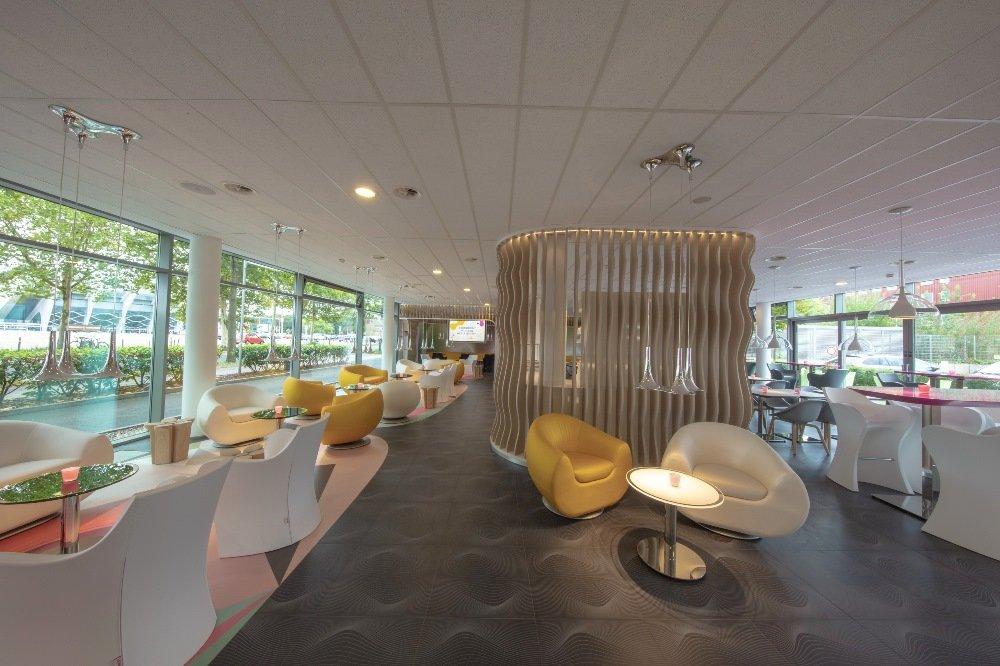 Die Lobby des prizeotel Bremen-City.