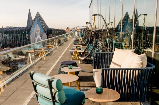 Die Dachterrasse der Cloud One Bar. Bild: Motel One
