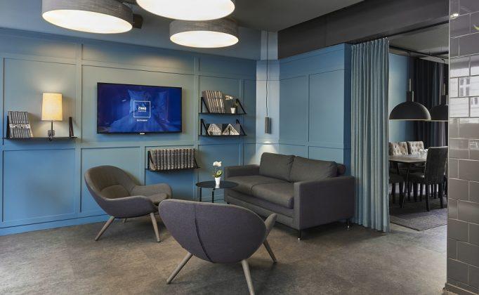 Schlichtes Design und ein einheitliches Farbkonzept in den öffentlichen Bereichen. Bild: Zleep Hotels