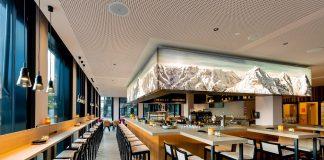 Die Bar greift die alpine Lage des Hotels auf. Bild: C. Tiess/A-ja Resort und Hotel