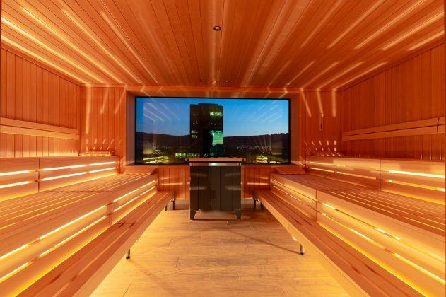 Die finnische Sauna mit Ausblick auf die Stadt Zürich. Bild: C. Tiess/A-ja Resort und Hotel