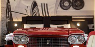 Ein Themenzimmer des V8 Hotel Köln @Motorworld.