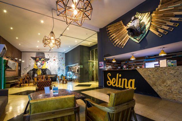 Lobby des Selina Hotels in Medellin. Bild: Selina