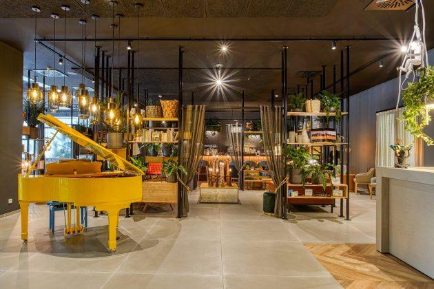 Das gelbe Klavier in der Lobby des NinetyNine Wuppertal. Bild: J. Schwarck/CHG