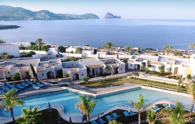 Außenansicht des 7Pines Kempinski Ibiza. Bild: Kempinski Hotels