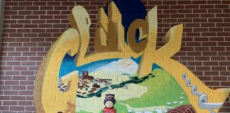 """Das Graffito """"Glück"""" von Loomit in der Lobby."""